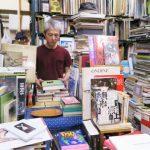 魅惑の本棚に囲まれる 学芸大学駅「古本遊戯 流浪堂」